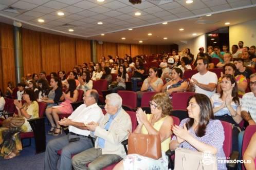 Familiares e convidados aplaudem o talento dos alunos premiados