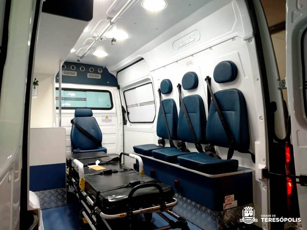 Teresópolis recebe nova ambulância para atender pacientes
