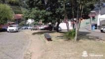 Roçada, capina, poda e varrição na Praça Virgínia Jahara, no Jardim Europa 2