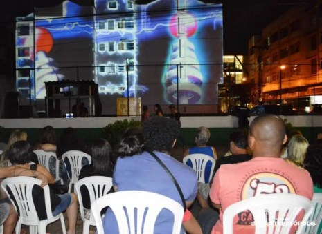 Video mapping desperta o interesse do público