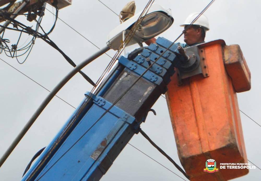 'Operação Prefeitura Presente': Secretaria de Serviços Públicos começa a atuar no 3º Distrito para atender às solicitações feitas pelos moradores da região