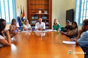 Prefeito Vinicius Claussen, pais de alunos e empresa de ônibus acertam horários do transporte escolar no 3º Distrito