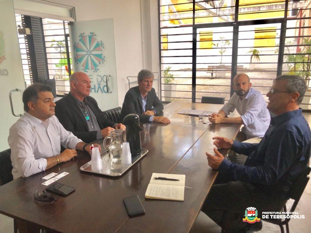 Teresópolis marca presença em congresso mundial sobre cidades inteligentes em Curitiba
