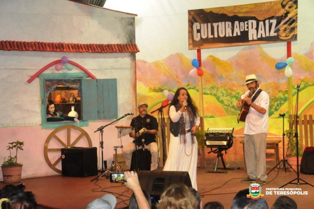 'Cultura de Raiz' comemora 10 anos com artistas populares, corais infantis e fãs do projeto