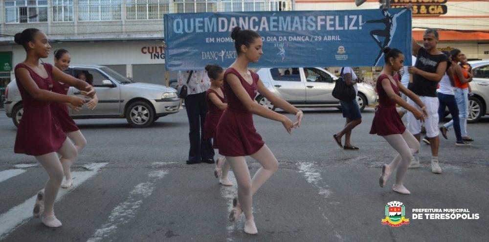 Teresópolis comemora Dia da Dança com intervenção urbana em semáforos do Centro