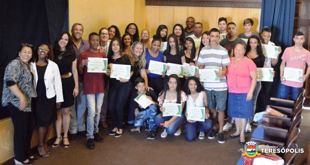 'Jovem Alerta': Projeto da Prefeitura e do CIEE forma mais 13 adolescentes