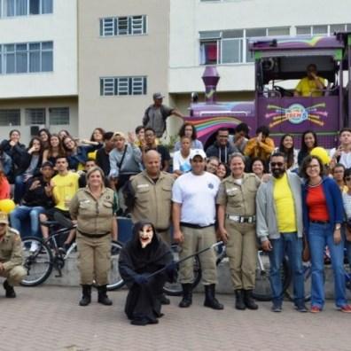 Entidades parceiras e público encerram a campanha 'Maio Amarelo', na Praça Olímpica