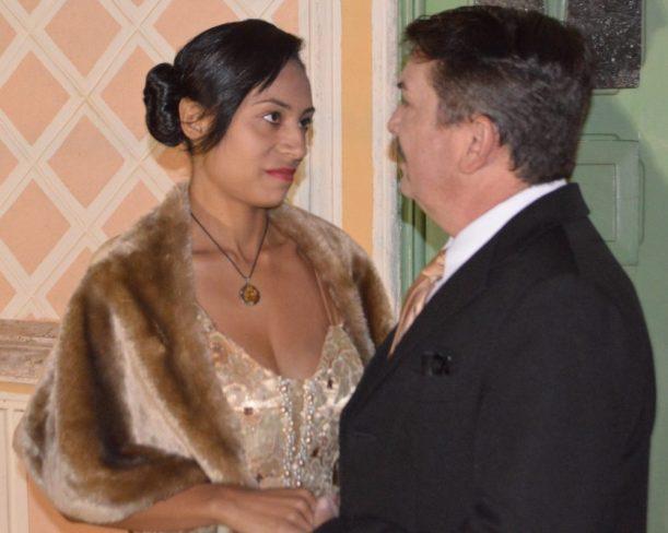 Atores Janaina Oliveira e Adriano Ramires interpretam Leda e Arthur Dalmasso