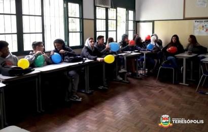 Dinâmica de grupo sobre o tema suicídio no Colégio Campos Salles
