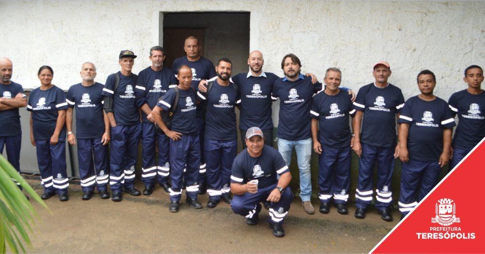 Funcionários de Obras e de Serviços Públicos recebem novos uniformes após dez anos