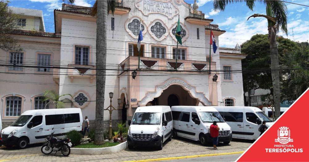 Prefeitura adquire 6 novas vans para transporte de professores e funcionários da rede municipal no interior