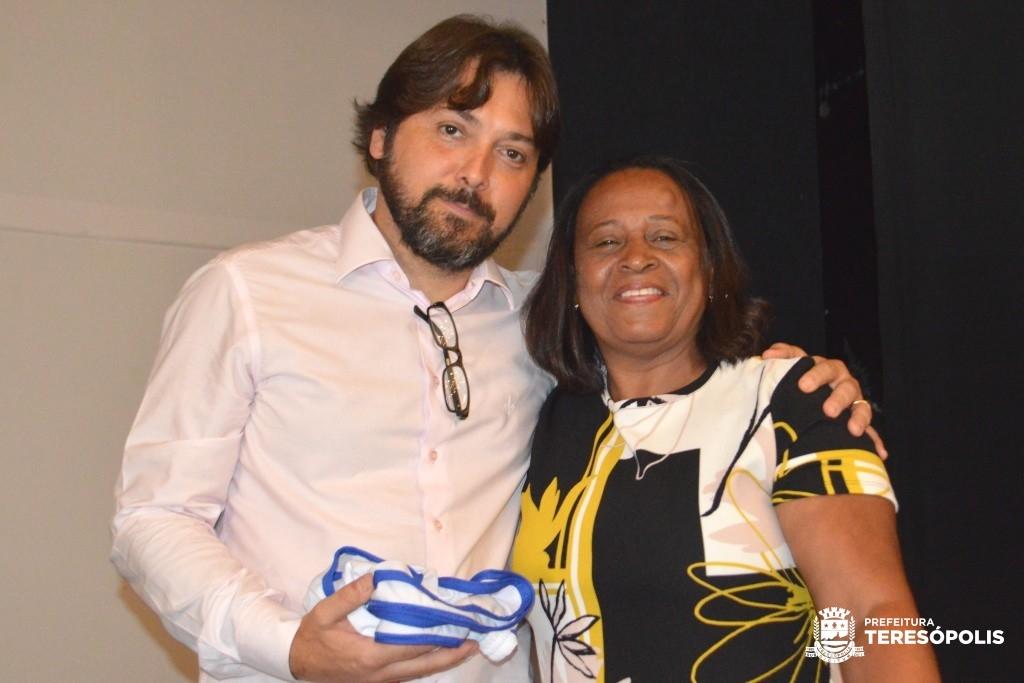 Vice-prefeito Dr. Ari com a conselheira tutelar Sonia Fernandes