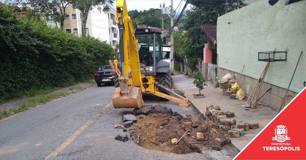 Equipes de Obras e Serviços Públicos trabalham dia e noite para recuperar danos causados pela chuvas