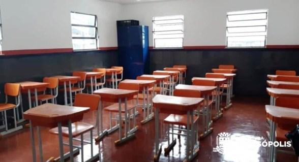 Sala de aula com nova pintura na E.M. Antonio Custódio, em Vieira, interior do município