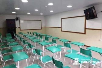 Sala de aula reformada e já com nova TV de Led na E.M. Manoel Medeiros no Vale do Paraíso