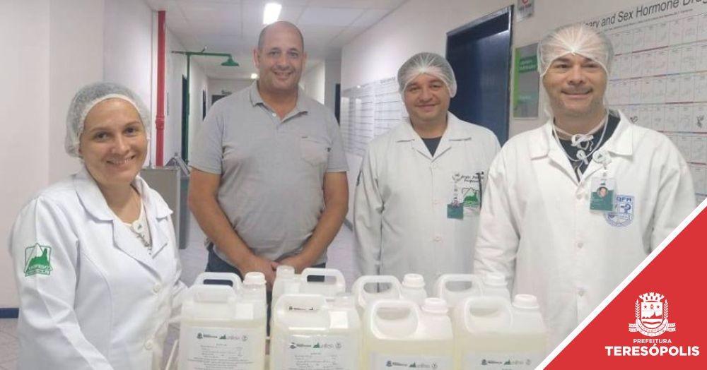 Professores do curso de Farmácia do Unifeso produzem 200 kg de álcool gel para a Saúde de Teresópolis