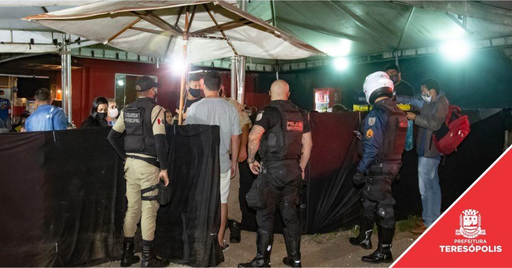 Covid-19: Operação de Presença Social e Choque de Ordem percorre praças, fiscaliza bares e dispersa aglomeração