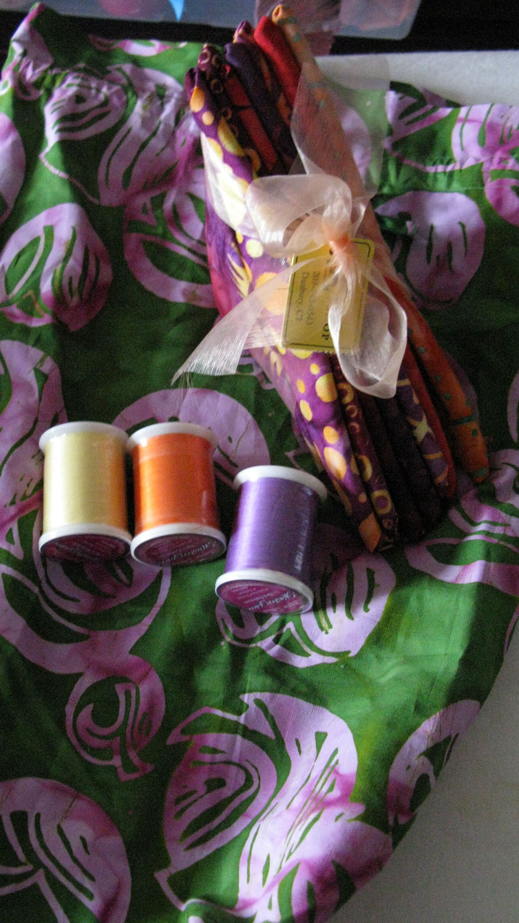 batiks-and-thread-with-bag