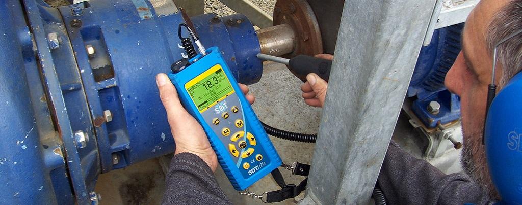 Medidas de ultrasonidos como apoyo al análisis de vibración en mantenimiento predictivo.