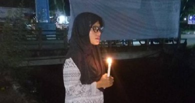 Aksi Lilin Sendirian Nurul untuk Ahok di Padang, Viral di Medsos
