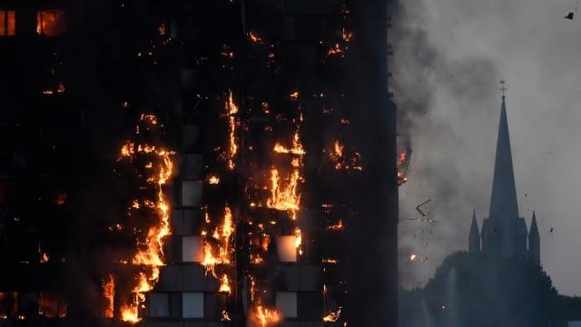 Muslim Sedang Sahur Jadi Penyelamat Pertama Saat Kebakaran Apartemen London