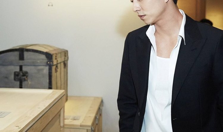Aktor Gong Yoo Tampil Memukau Dengan Suara Empuknya di Iklan Berbahasa Inggris Louis Vuitton