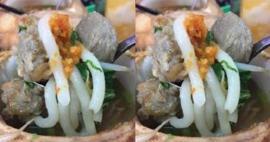 Baru, Sensasi Unik Makan Bakso di Dalam Kelapa Muda Utuh