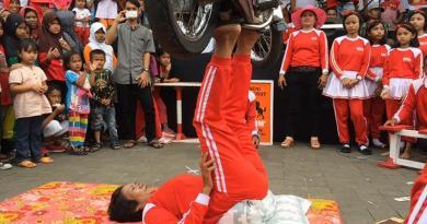 Genjring Kesenian Khas Pantura yang Pemain Akrobatnya Para wonder woman
