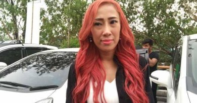 Posisi Tubuh Dewi Sanca yang Nungging Saat di Nail Art Jadi Perhatian Netizen