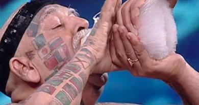 Pria Ini Nekat Cabut Semua Giginya Demi Rekor Dunia