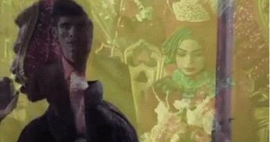 Sambil Nangis Cowok Ini Menyanyi di Pernikahan Mantan