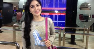Sangkin Gemes, Sandra Dewi Gak Tega Potong Kue Ultahnya