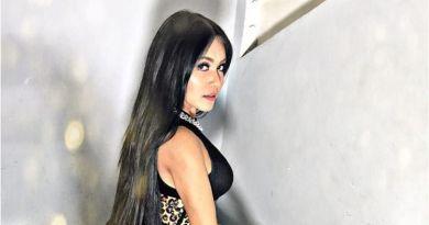 Denada Pamer Goyang Bokong dan Meniru Gaya Nicki Minaj