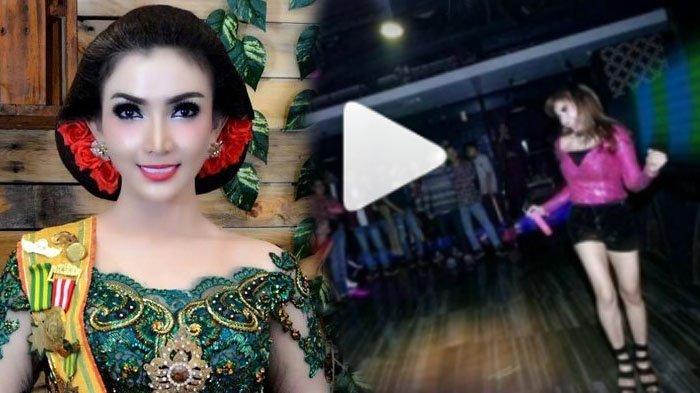 Penampilan Roro Fitria Saat Menyanyi Bikin Kaget Netizen!