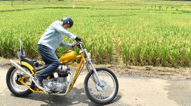 Moment Jokowi dengan Motor Emasnya Touring Di Sukabumi