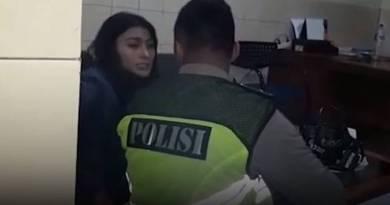 Video Viral Model Seksi Ngamuk Usai Tabrak Sopir Ojek Online