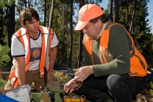 Research assistant Tristan Perry, left, and Adam Schultz are analyzing changes in subsurface rock as part of a geothermal energy study by Alta Rock, Inc. (Photo: Dennis Wolverton, courtesy of the Oregon Stater magazine)