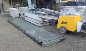 Einen Teil der Dachpappe wollen wir noch unter der Bodenplatte als Feuchtigkeitssperre nutzen ...