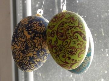 Ihre ersten drei Werke, jedes Ei anders.