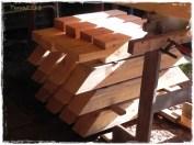 wunderschöne Kopfbänder - sie stabilisieren Pfosten und Balken. / Beautyful braces - They fixate posts and timbers.