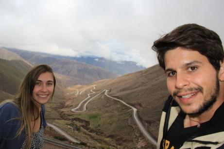 ...Em especial, a Cuesta del Lipán, esta impressionante estrada, com inúmeras curvas a 180 graus, que foi construída seguindo as falhas geológicas da Cordilheira dos Andes