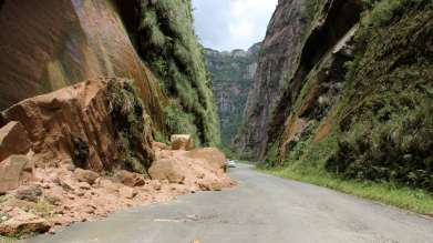 Os riscos da serra, várias rochas gigantescas que se despreenderam