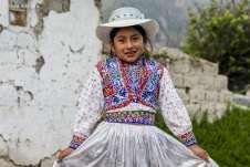 Menina vestida para a Festa de Nossa Senhora da Candelária