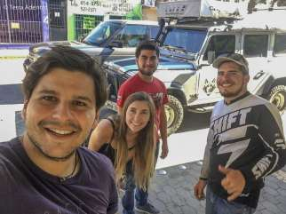 Amigos que nos ajudaram a conversar com os oficiais do exército mexicano e foram fundamentais para a resolução do problema.