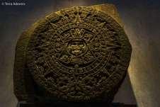 Uma das peças mais lendárias do Museu de Antropologia: a Piedra del Sol, chamada erroneamente, por muitos anos, de Calendário Azteca. Na verdade, esta gigantesca pedra servia como um altar de sacrifícios