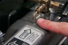 A alavanca que libera a passagem da gasolina
