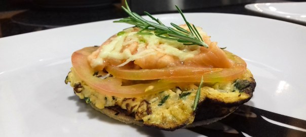 Receta de tosta de tortilla de albahaca con salmón