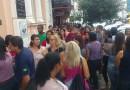 Fila de candidatos a emprego em farmácia dobra quarteirão em Pouso Alegre