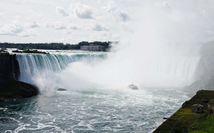 Walking to Canada, Niagara Falls & Riding the Maid of the Mist