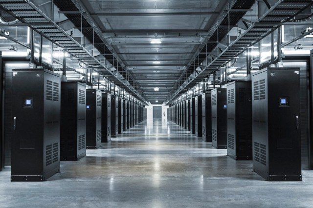 facebook servers (1)